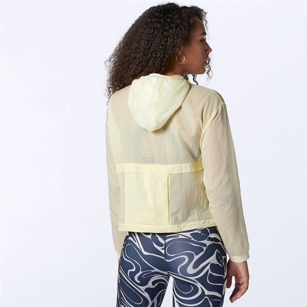 New Balance - W Impact Run Light Pack Jacket - clear yellow
